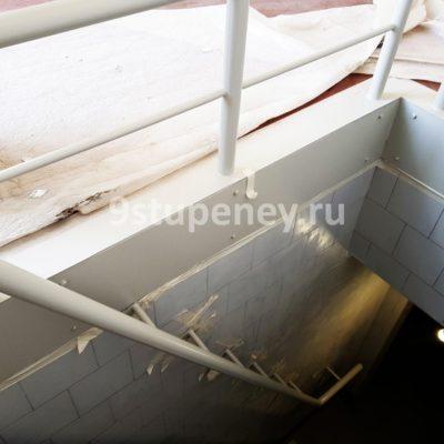 Техническая лестница в подвал (1)