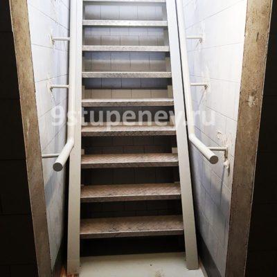 Техническая лестница в подвал (2)